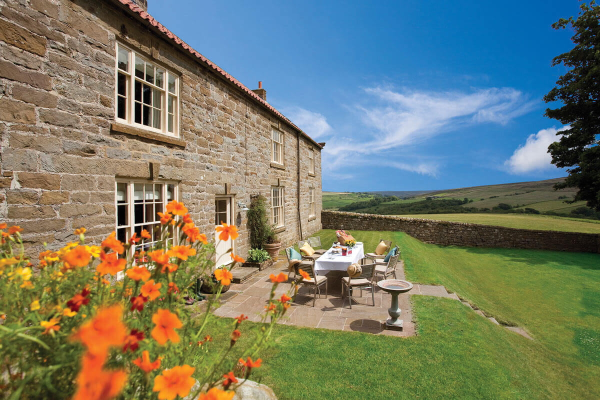 Save up to 60% on <span>large holiday cottages that sleep 16 to 19</span>