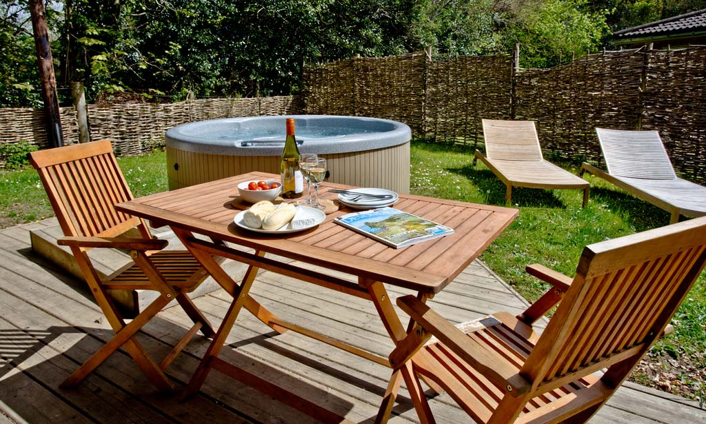 Save up to 60% on <span>Hot Tub Self Catering Holidays In Hay On Wye</span>