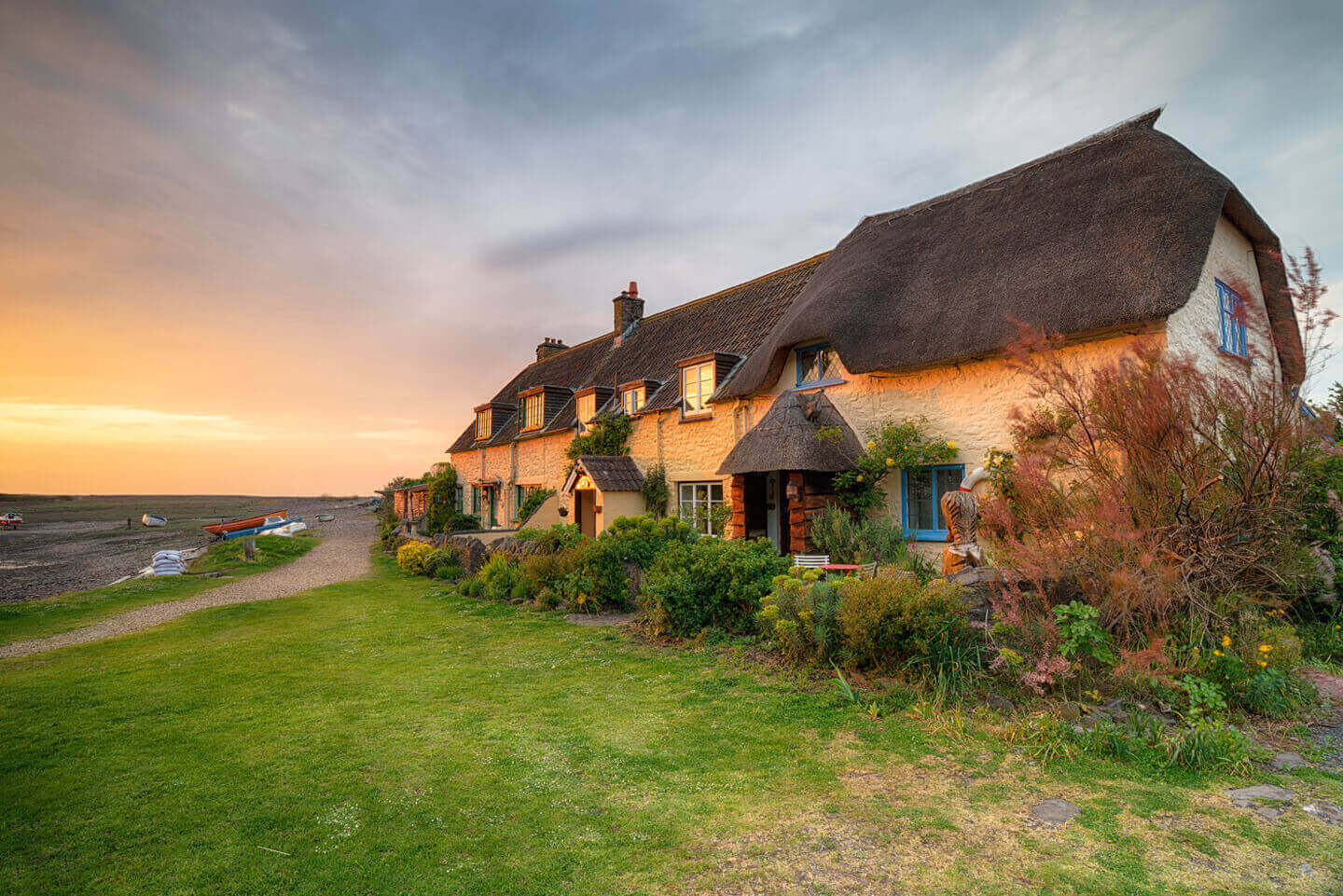 Sleeps 8 Cottages In The United Kingdom | Over 30,000 Large